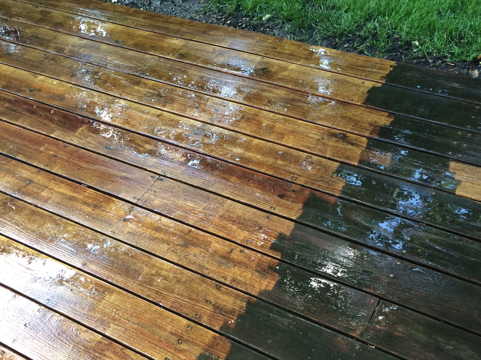cedar-wood-deck-power-washing-difference